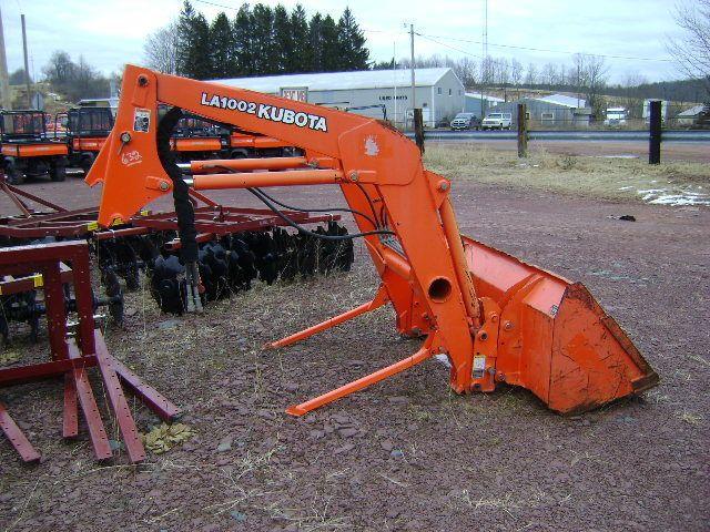 Kubota Tractor Quick Couplers : Kubota la loader attachment off a m tractor