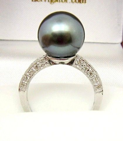 SOLID 18K WHITE GOLD DIAMOND RING WITH A GORGEOUS 11.8mm FINE TAHITIAN