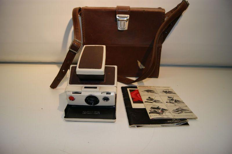 Polaroid SX 70 Land Camera Model 2 W/Case & Manuals